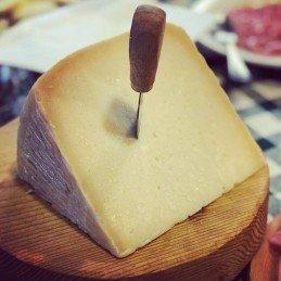 formaggio pecorino calabrese